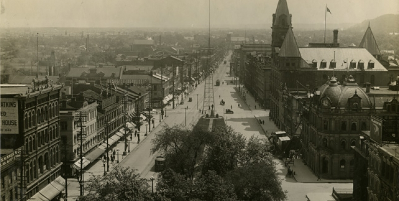 King Street East, looking east. [ca. 1913]
