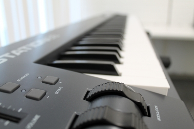 a photo of an electric keyboard