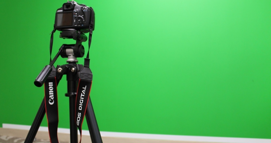 Photo of a green screen and a camera in the Digital Media Lab
